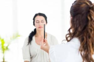 Séance EMDR pour soigner un traumatisme psychique avec Claire Dahan Psychothérapeute
